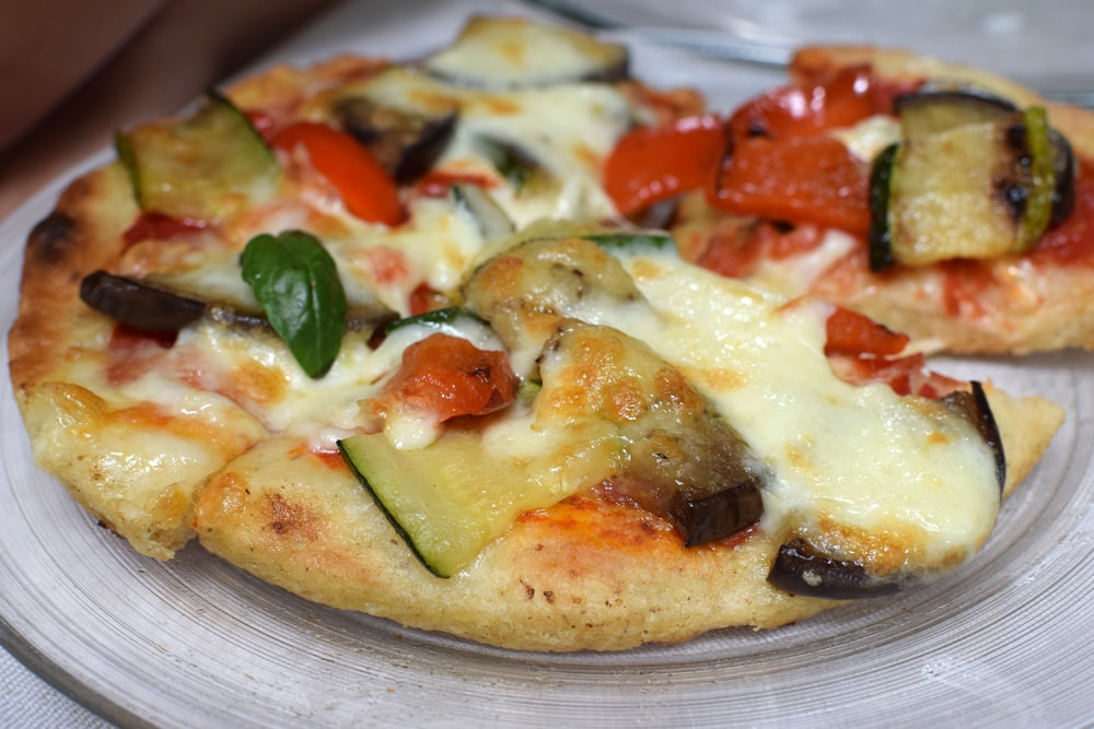Great gluten-free pizza with vegetables at Il Padellino restaurant in Turin.