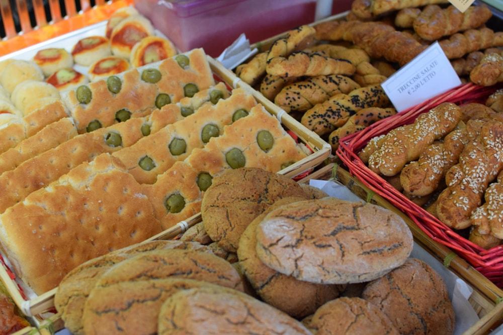 gluten free bread and focaccia at navotti in milan