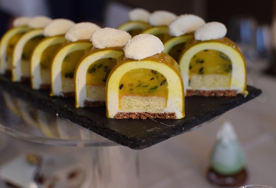 gluten free christmas buches with mango at un dimanche à paris