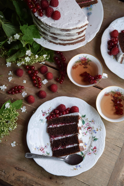 gluten free and vegan chocolate naked cake so yummy