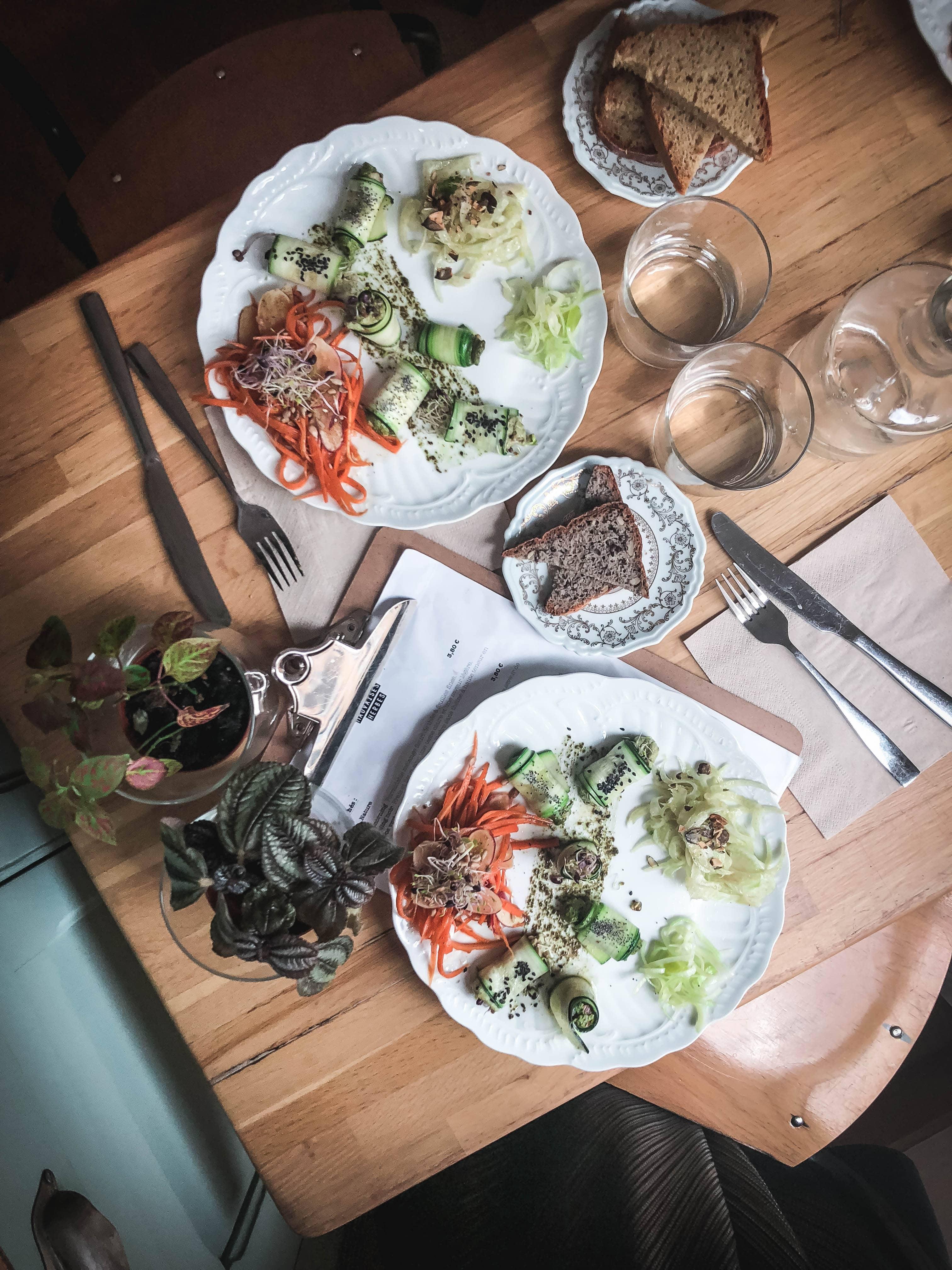 les mauvaises herbes vegan lunch