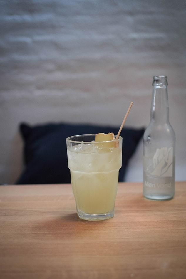 simple raw ginger lemonade